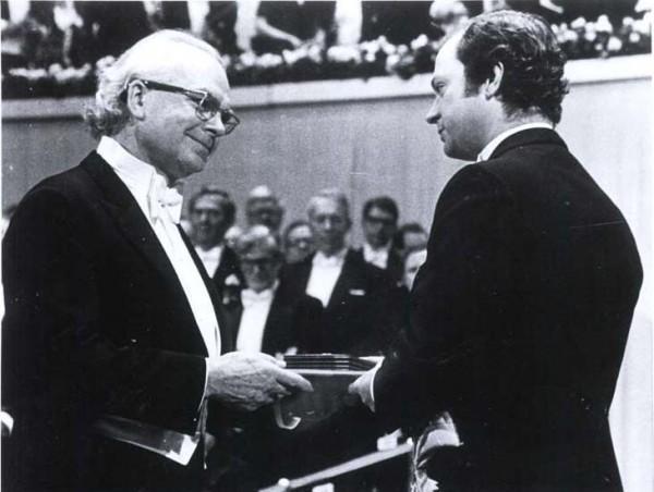 米切尔接受诺贝尔化学奖